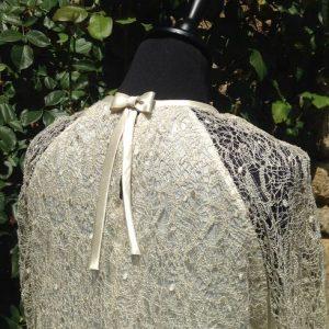 dos de robe bohème chic en dentelle guipure et soie. Couleur ivoire